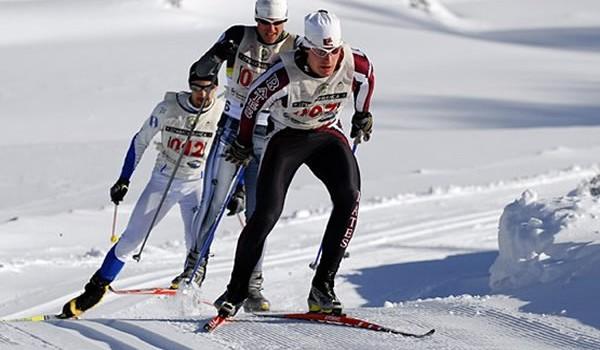 1314391333-600marcha_blanca_esquiadores