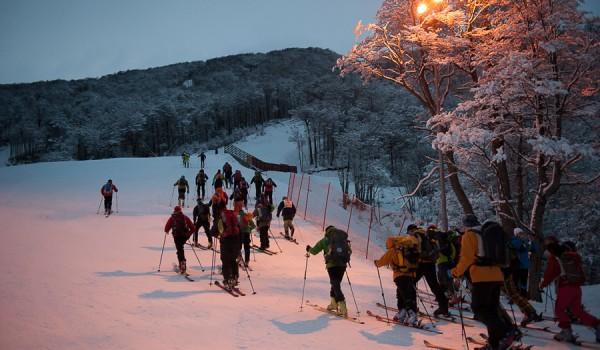 Esquí-de-travesía-Espectáculo-Nocturno-en-Cerro-Castor